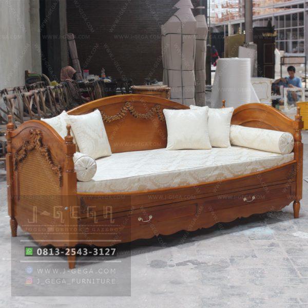 Sofa Daybed Antik Ukiran Jepara