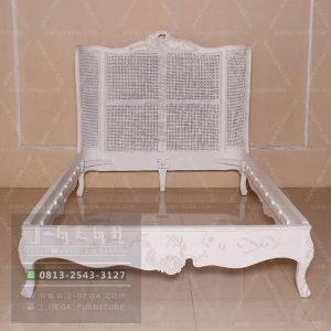 Harga Jual Curved Bed Queen White Shabby