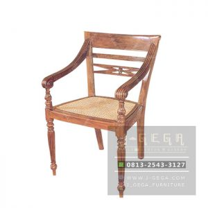 Colonial Arm Chair (MCR 009 A)